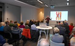 Foto van Stefan Blommaert en het publiek tijdens de lezing