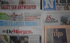 Foto van de zes dagbladen in het leescafé
