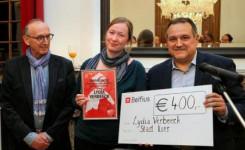Foto van de uitreiking van de Lierse Lifetime Achievement Award aan Lydia Verbeeck