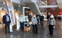 Foto van de aanwezige standhouders op de eerste 'Beurs van de Putse Auteurs'