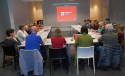 Foto met een beeld van de zaal tijdens de cursus spelling