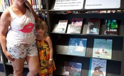 Foto van bibliotheekgebruikster Karen Smedts en haar dochter Olivia