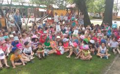 Foto van de prijsuitreiking n.a.v. de Leesmuntenactie in de Jozef Weynsschool te Beerzel