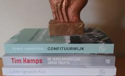 Foto van een stapel met de voor de Gouden Uil genomineerde boeken
