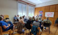 Foto van het verhalen vertellen voor volwassenen in de bib van Beerzel