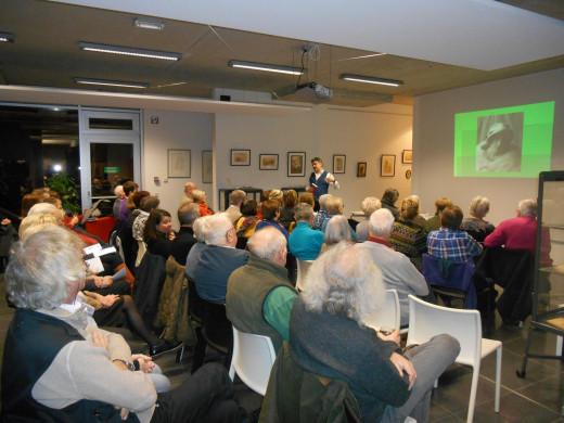 Foto van het publiek dat aanwezig was op de Alice Nahon-lezing van Manu Van der Aa