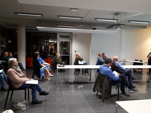 Foto van het publiek tijdens de lezing 'Van volksboekerij tot digitale bib'