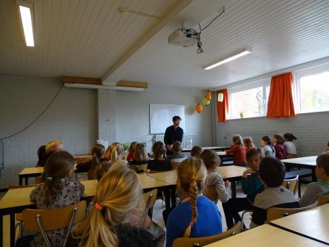 Mattias De Leeuw tijdens zijn lezing in de Vrije Bassisschool van Beerzel