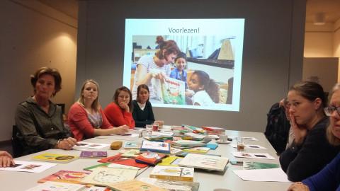 Foto van de deelnemers aan de workshop voorlezen