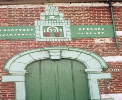 Foto van de deur van boerderij Het Hoefijzer in Putte