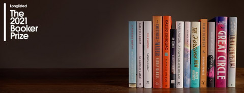 Foto met alle boeken die op de longlist van de Booker Prize 2021 staan